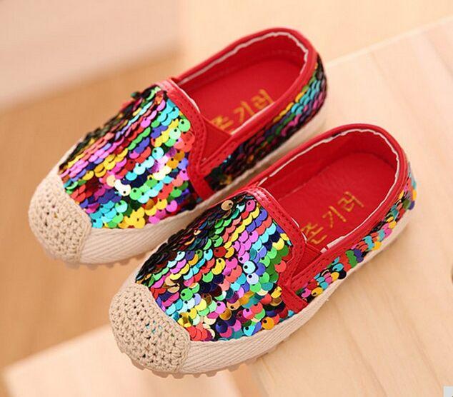 Bambini Scarpe Arcobaleno Per Le Ragazze Colorful Glitter Sneakers Bambini  Paillettes Piatte Scarpe di Bambino del bambino Mocassini Calzature Per  Bambini ... 7da89e316676