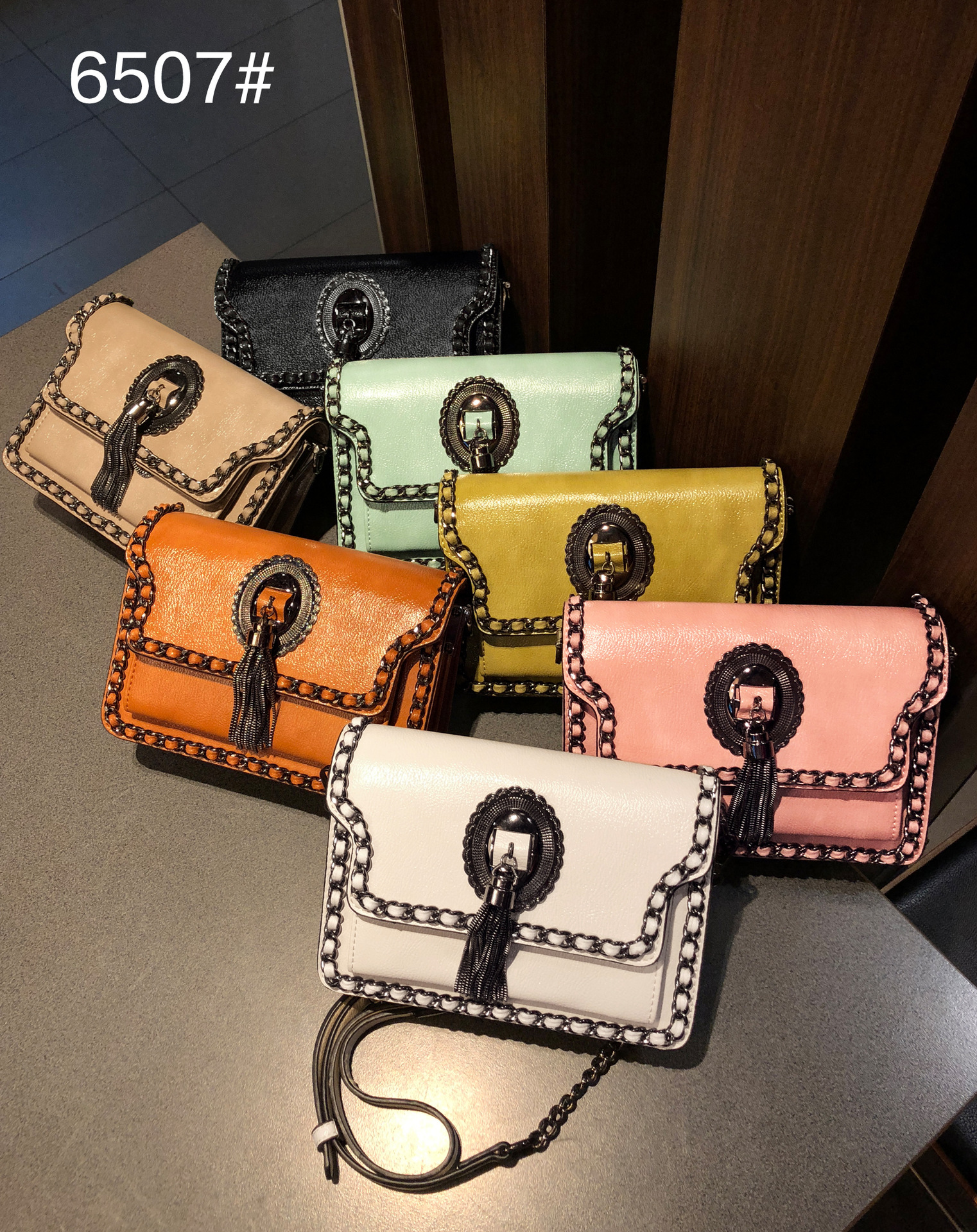 Casual PU Handbags Women 2018 New Womens Bag Shoulder Slung Over Womens Tassel Chain Box Bag Small Satchel Square Fshion Bag