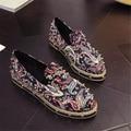 Новое прибытие Заклепки Женщины Мокасины Мода Цветок Ретро Женщин Повседневная Обувь Slip-on Обувь Горный Хрусталь Бренд Дизайнер G96 35