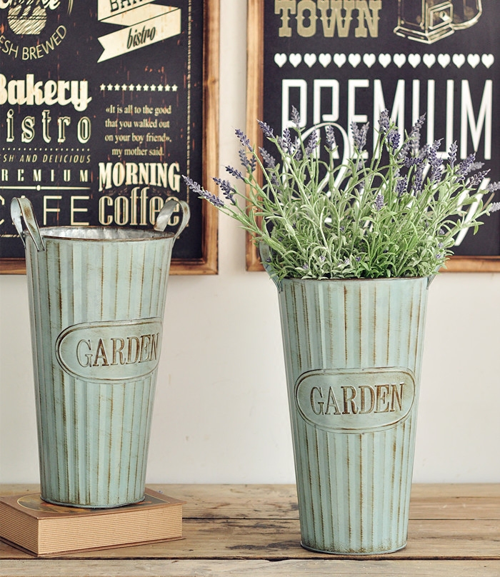 American country to do the old retro vertical stripes tin bucket landing big flower barrel flower shops display of props wedding
