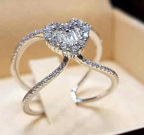 ใหม่อินเทรนด์แหวนหมั้นคริสตัลกรงเล็บออกแบบขายร้อนแหวนทองและ silver สำหรับผู้หญิงสีขาว AAA Zircon Cubic elegant แหวน