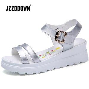 Image 3 - Echt Leer Vrouwen Platform Strand sandalen schoenen dames Flats Sneakers Sliver Wit Flip Flop schoen zomer Mid Hak schoeisel