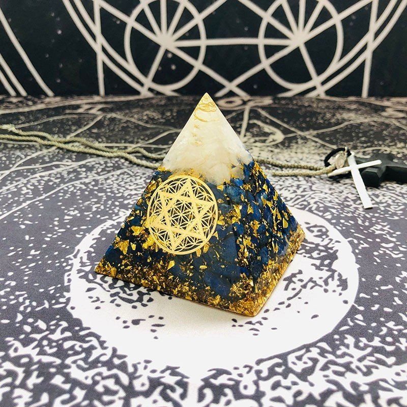 Aurareiki Orgonite Pyramid Sahasrara Chakra Aura White Crystal Lapis Resin Crafts Growth Wisdom Charm Pyramid Jewelry C0157