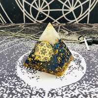 AURAREIKI Orgonite Pyramide Sahasrara Chakra Aura Weiß Kristall Lapis Harz Handwerk Wachstum Weisheit Charme Pyramide Schmuck C0157