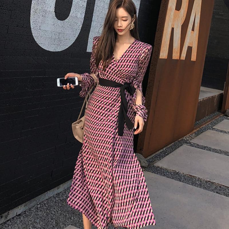 Long-sleeved dress 2019 summer new Korean version of the V-neck tie high waist plaid elegant beach holiday long split dress