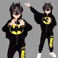 Chicos Sistemas de la Ropa 2017 Nuevos Niños Del Otoño de Dos Piezas Establece Batman Boy Juegos de Ropa 3-7 Años Negro Color de Moda Ropa Casual