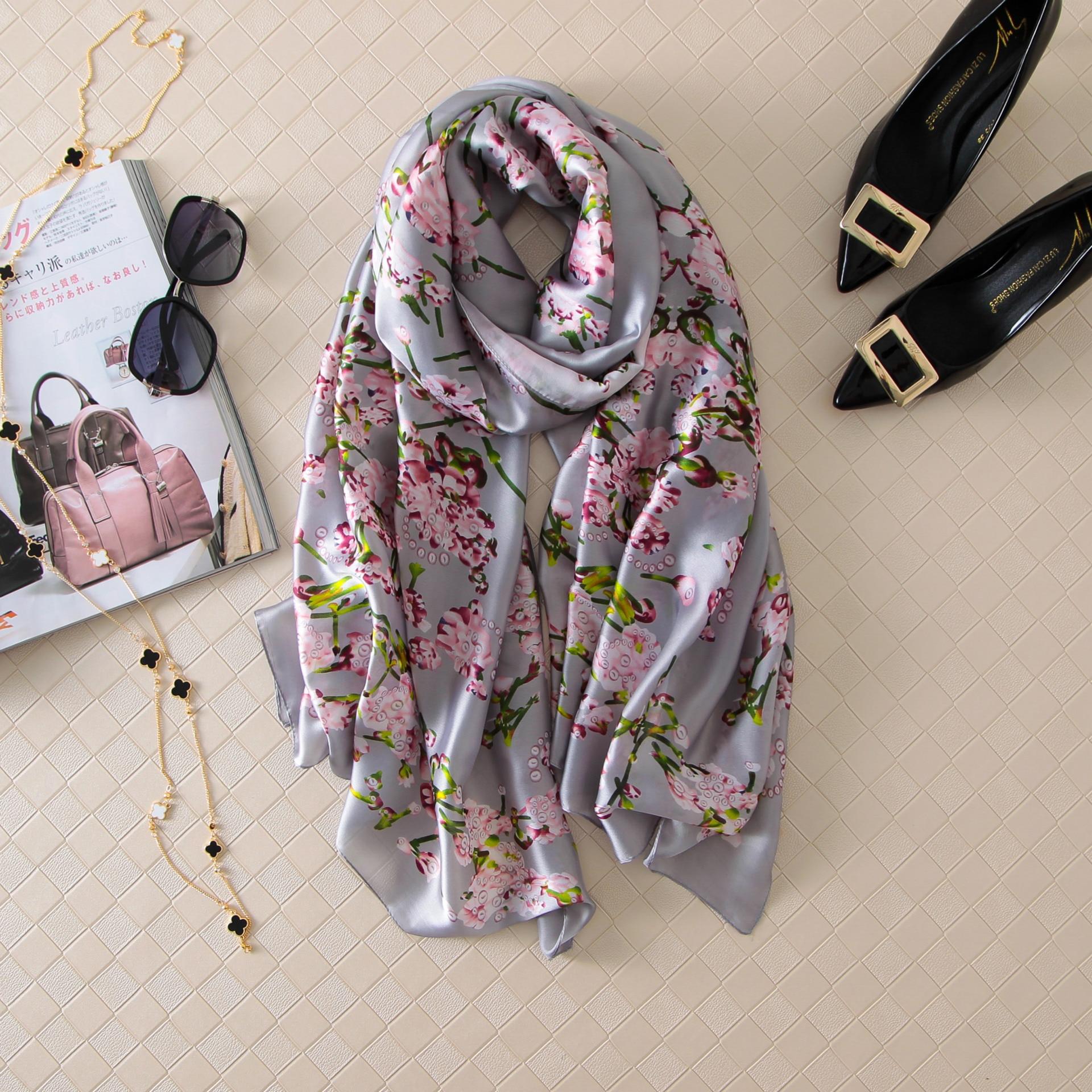 2017 longue taille printemps femmes foulards mode lisse soie écharpe doux  Echarpe imprimer Châle   Wrap De Luxe Marque sjaal paréo 442522e312c