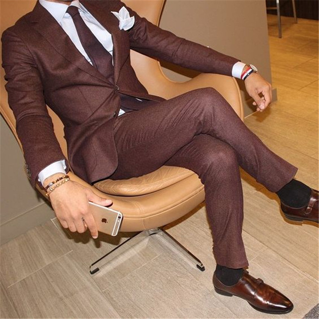 2019 Brown Mens Fashion Tailored Suits Two Buttons Business Mens Wedding Suits Grooming Tuxedo Dinner Party Suits 2 Pieces Set