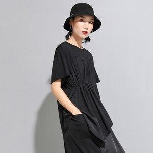 Image 5 - [Eam] 2020春夏新作ラウンドネック半袖黒プリーツスプリットジョイント不規則なビッグサイズのtシャツ女性ファッションJW596