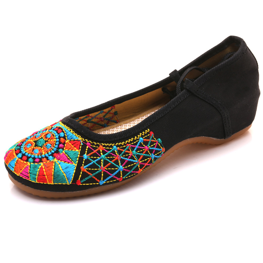 New Fashion Casual Ethnic Retro Style Womens Plum Flower Embroidery Soft Sole Flat Shoes Old Peking National Cloth Shoes WomanNew Fashion Casual Ethnic Retro Style Womens Plum Flower Embroidery Soft Sole Flat Shoes Old Peking National Cloth Shoes Woman