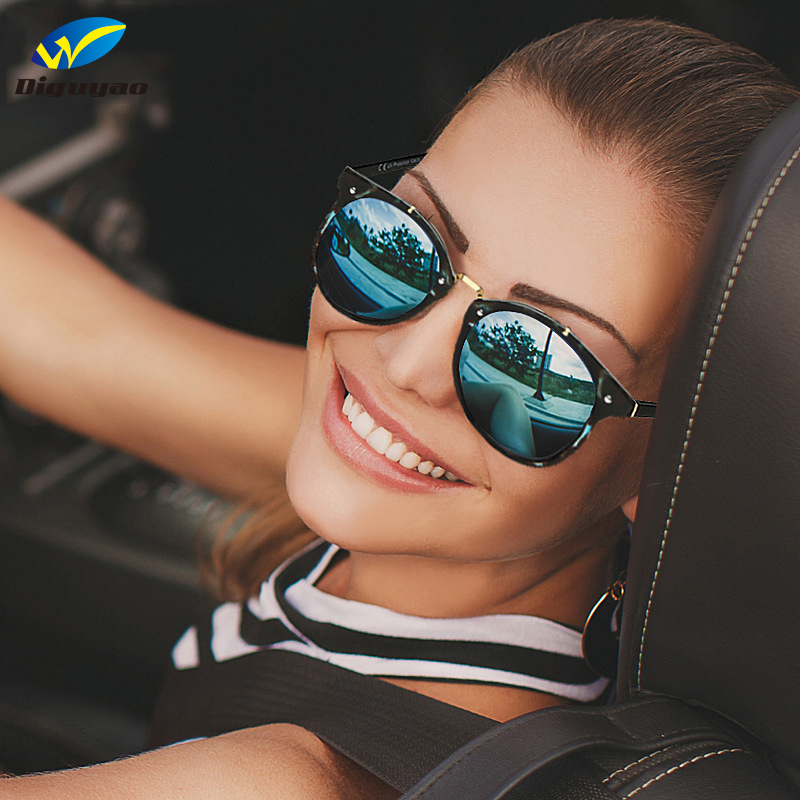DIGUYAO Summer Vintage Round Sunglasses Women Fashion Designer Eyewear Gradient Female Retro Glasses Brand Point Women Sunglass
