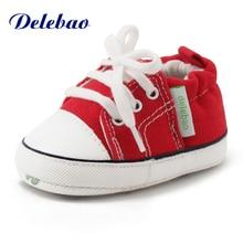 Delebao עבור 0-18M התינוק הראשון הליכונים תחרה- up סתיו בייבי / חורף נעליים תחרה- up חם מוצק רך סוליות בנות