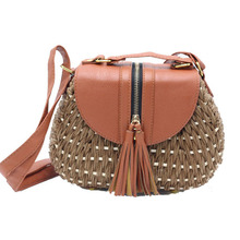 купить Fashion Ladies Crossbody Bags Manual Weaving Knitting Tassel Handbag New Summer Bohemian Women Tassel Straw Beach Shoulder Bag дешево
