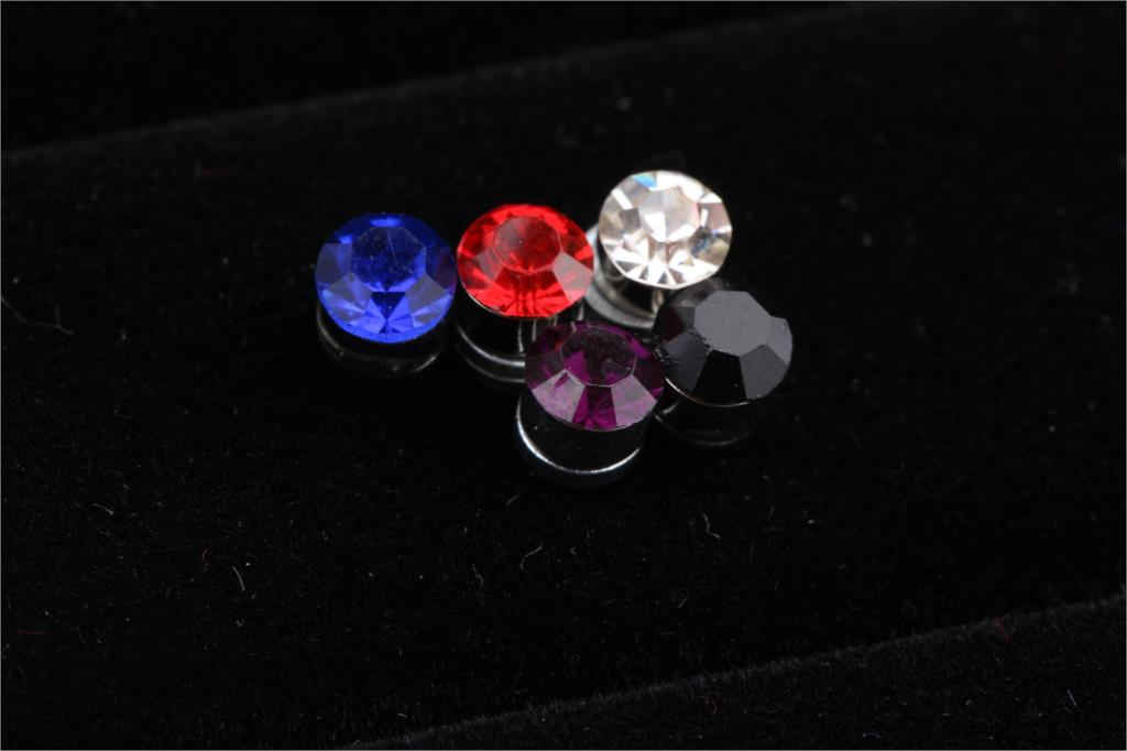 1 Pair 2018 Newly Fashion Multi-colored Non-piercing Ear Clip Magnetic Magnet Unisex Ear Studs Charming Jewelery drop shipping