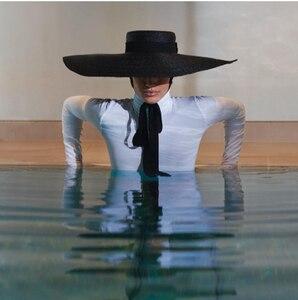 Image 1 - 01811 axi 夏天然手作り紙デザイナースタイル風つば黒レジャービーチ黒リボン fedoras キャップ女性の帽子