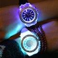 Мода Корея Стиль Женщина Мужчина Светящиеся СВЕТОДИОДНЫЕ Часы Силиконовой Резины Кварцевые Часы Водонепроницаемый Браслет Наручные Часы Повседневная часы