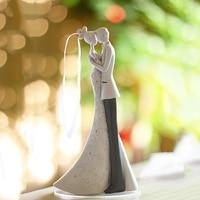 Bride And Groom Wedding Cake Topper Resin Language Of Love Gift Cake topper Wedding Decoration topo de bolo casamento Casamento