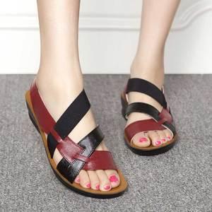 Image 2 - 新しい革サンダルの女性のサンダルの夏の靴 sandalias ウェッジ女性のためのカジュアルシューズ母ソフト浜の靴