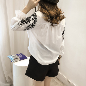2018 Fashion Female Clothing Embroidery Blouse Shirt Cotton Korean Flower Embroidered Tops Korean Style Fresh shirt 529E 25 3