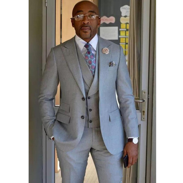 2019 Custom Made Light Gray Men Suits Wedding Groom Tuxedos Groomsmen Formal Prom Party Suit Best Man 3 Piece (Jacket+Pant+Vest)