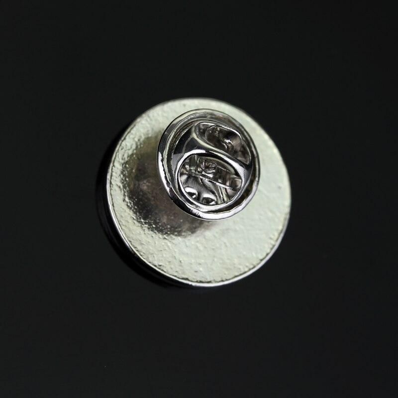 OCTOPUS metal Pin Badge FREE POSTAGE