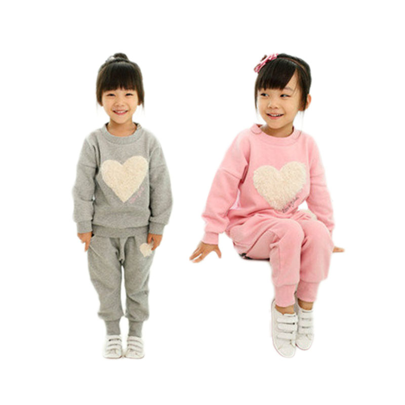 Spring Autumn casual sports cotton baby girl clothing sets heart-shaped long sleeve O-neck shirt+pants child kid suits free ship 2017 new style spring autumn hoodie baby girl clothing set sequin lace long sleeve velour sports jacket long trousers outfits