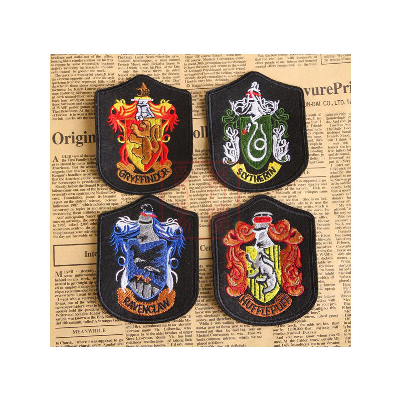 Harri Potter College Embroidery Badge Gryffindor Slytherin Ravenclaw Hufflepuff Badge Decoration Cosplay Accessories Wholesale