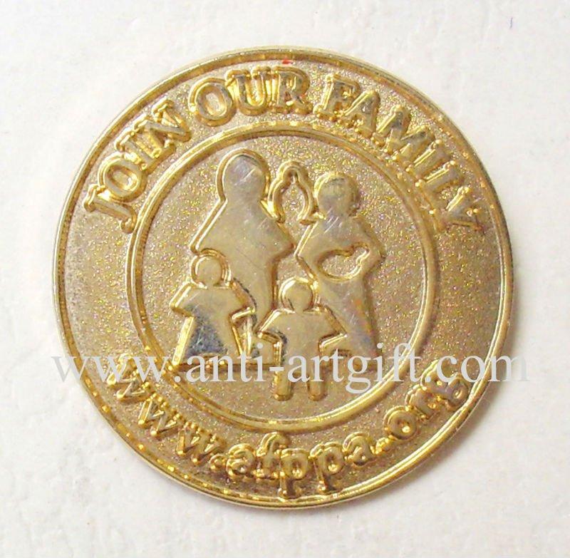 Индивидуальная Золотая брошь рельефный логотип 0,75 ''утопленный Пескоструйный металл