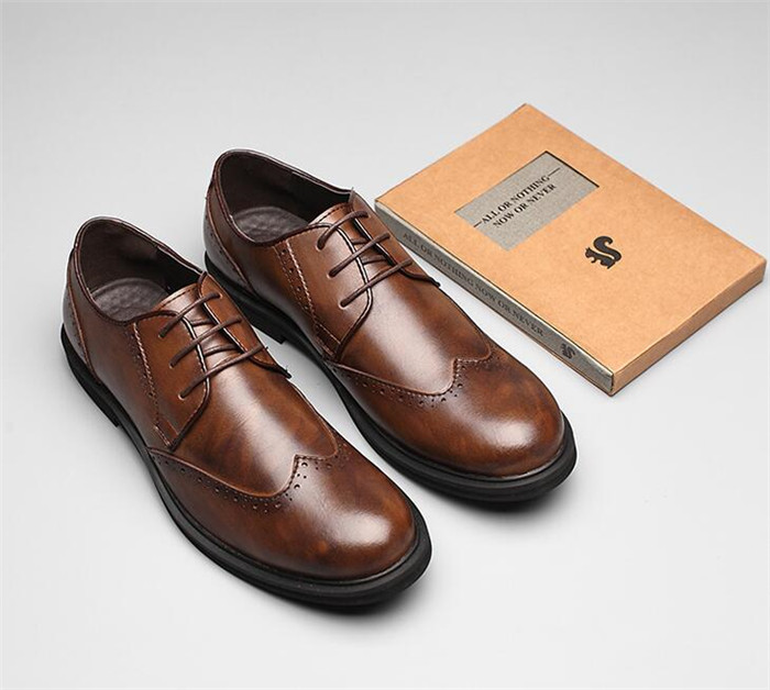 Fashion shoes male spring Brogue shoes carved business casual leather round toe lace-up brown British small leather shoesFashion shoes male spring Brogue shoes carved business casual leather round toe lace-up brown British small leather shoes