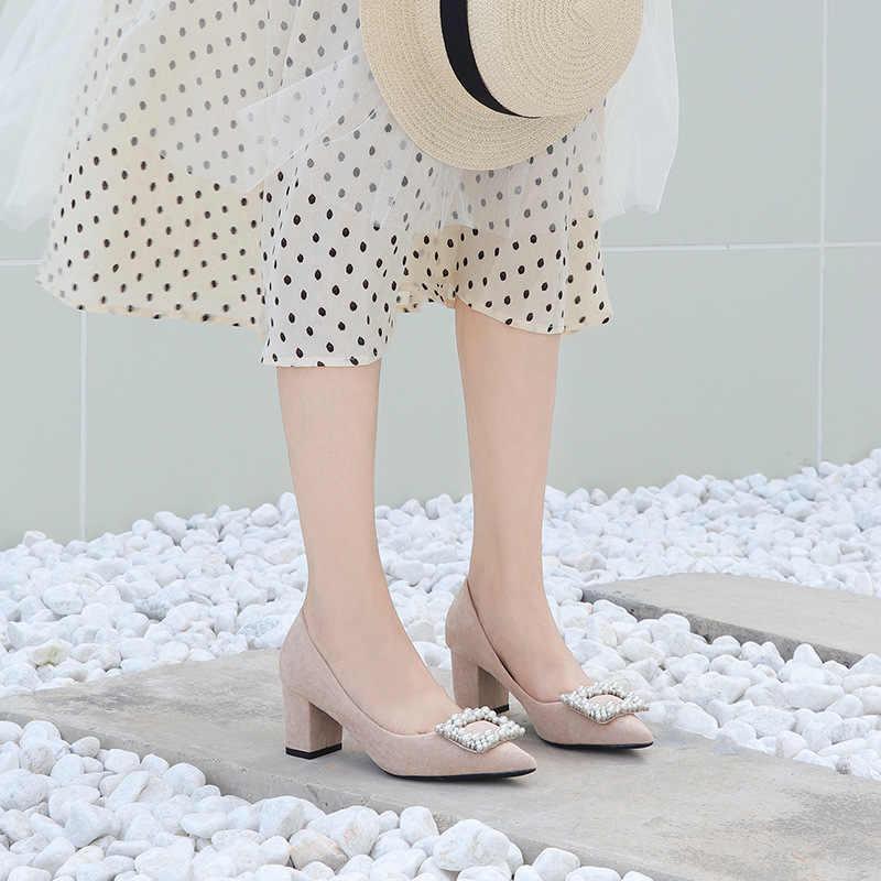 2019 Scarpe Tacchi Da Sposa Donna Perle 6.5 centimetri Quadrati Tacchi Alti Flock Solid String Bead Tacchi Pompe per Le Donne Eleganti pattini del partito