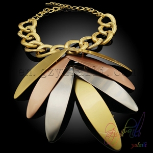 Image 5 - Yulaili Groothandel Goedkope Mode Dubai Decorousness Sieraden Sets Rose Goud Kleur Big Leaf Shape Hanger Ketting Oorbellen
