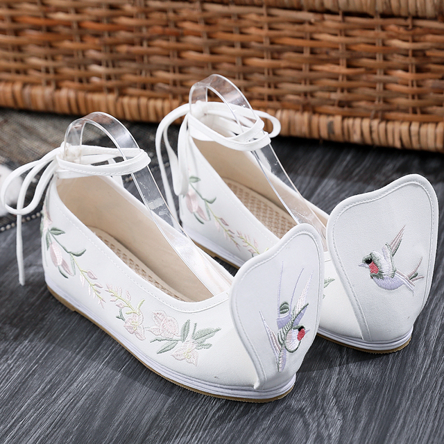 Spring Elegant Hanfu Shoes Women Chinese Embroidered Shoes Off White Ankle Strap Increased Internal Cotton Fabric Pumps Yun Jin