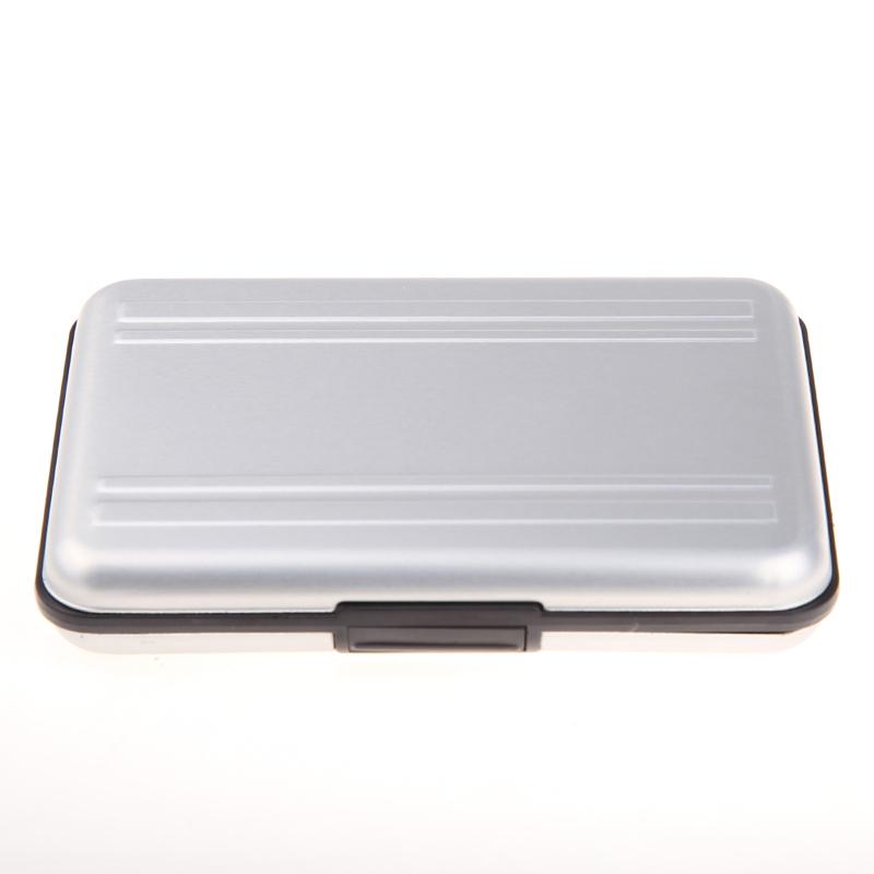 Hõbedane alumiiniumist karp mälukaartide hoidmiseks