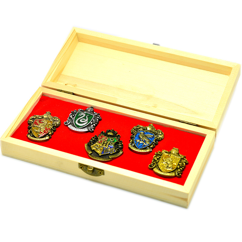 Harri Potter Cosplay Hogwarts School Insignias Gift Box Toys Harri Potter Magic World Decoration Toy Magic Fans Birthday Gift harri potter magic wands set hermione granger lord hermi neville wand metal potter narvissa dumbledore quidditch time turner toy