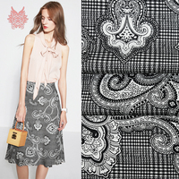 Breathable cool sewing fabric luxury grey white stretch silk fabric for dress Cheongsam suit shirtTejido elástico de sede SP5744
