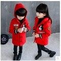 Ropa para niños 2017 otoño y el invierno de la muchacha de la historieta con Capucha del abrigos prendas de vestir exteriores Caliente del bebé de algodón acolchado chaquetas