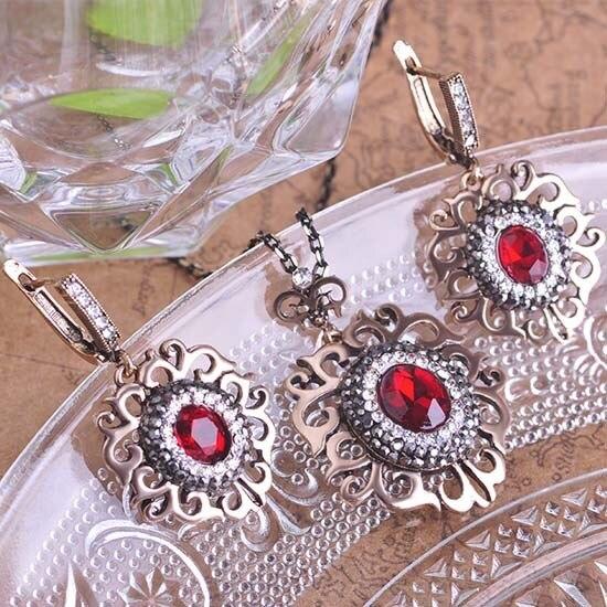 Blucome Vintage Turkish Red...