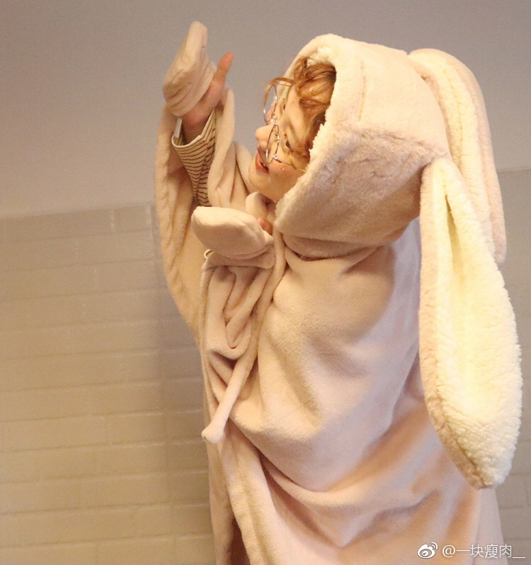 Cute Pink Comfy Blanket Sweatshirt Winter Warm Adults and Children Rabbit Ear Hooded Fleece Blanket Sleepwear Huge Bed Blankets 55