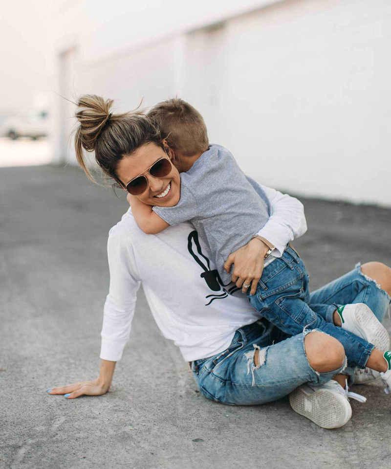 2017 nueva marca madre niño bebé niños niñas familia juego camiseta Tops Casual trajes Rabit ropa impresa