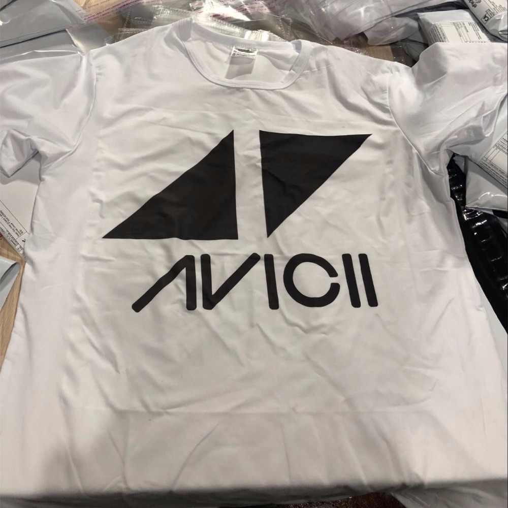 ขนาดเอเชียเพลง DJ Avicii R.I.P 1989-2018 Wake Me Up T เสื้อแขนสั้น O คอฤดูร้อนเสื้อยืดผู้ชายและผู้หญิง HCP4441