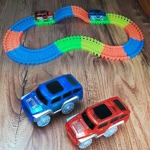 112 uds/plus 2 coches Diecast DIY Puzzle juguete LED luz up coches de carrera Montaña Rusa pista electrónica brillante juguete Flex Rail coche de juguete