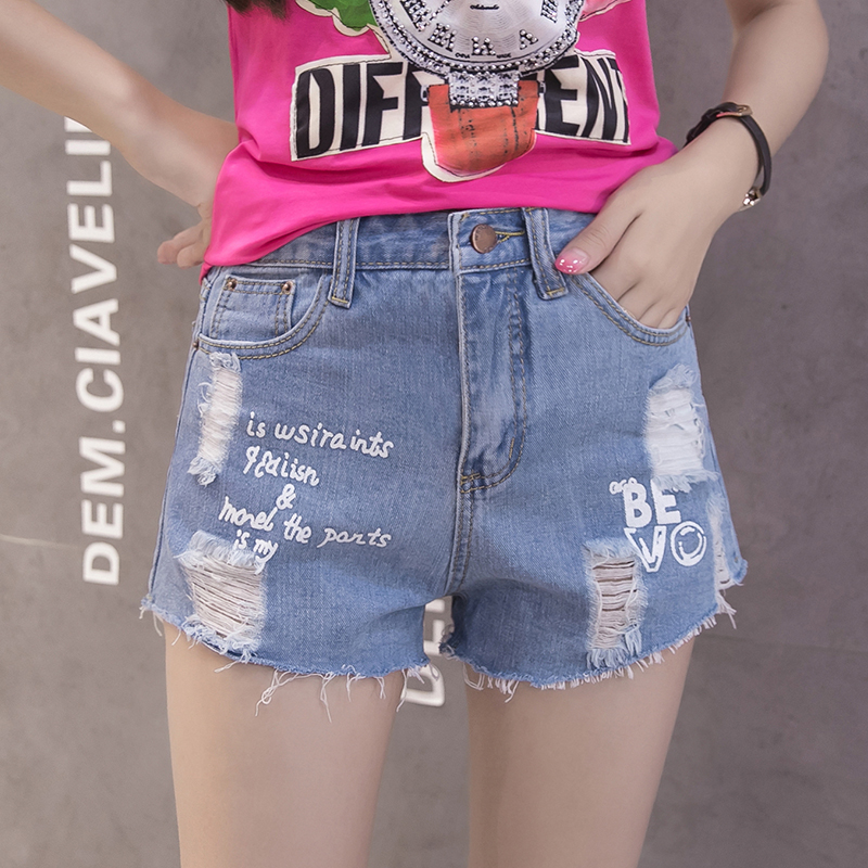 The new spring and summer 2017. All-match thin waist loose hole burrs Wide Leg Denim Shorts female students
