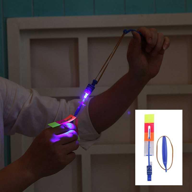 צבע אקראי מעופף חץ בליסטרא הקלע אור ילדי צעצועי גדול LED רוגטקות ילדים בנים חיצוני ספורט צעצוע