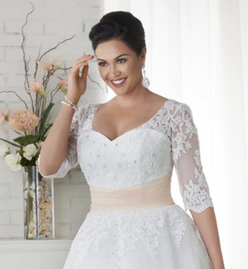 Tea Length Plus Size Wedding Dress With Half Sleeves Appliques