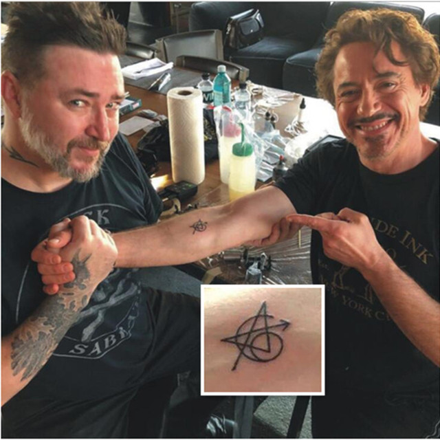 Эскиз татуировки логотип Мстители Марвел