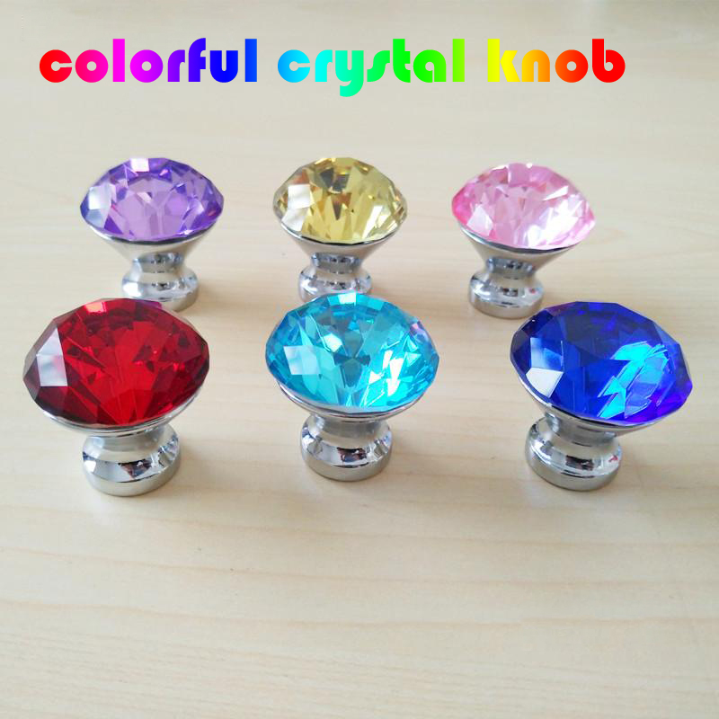 все цены на 30mm Colour glass crystal drawer bookcase tv tcabinet knobs pulls silver purple blue red pink kitchen cabinet cupboard handle онлайн