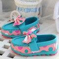 2015 nueva llegada del bebé zapatos de las muchachas zapatos de la princesa de cuero zapatos de moda zapatillas de deporte del bebé