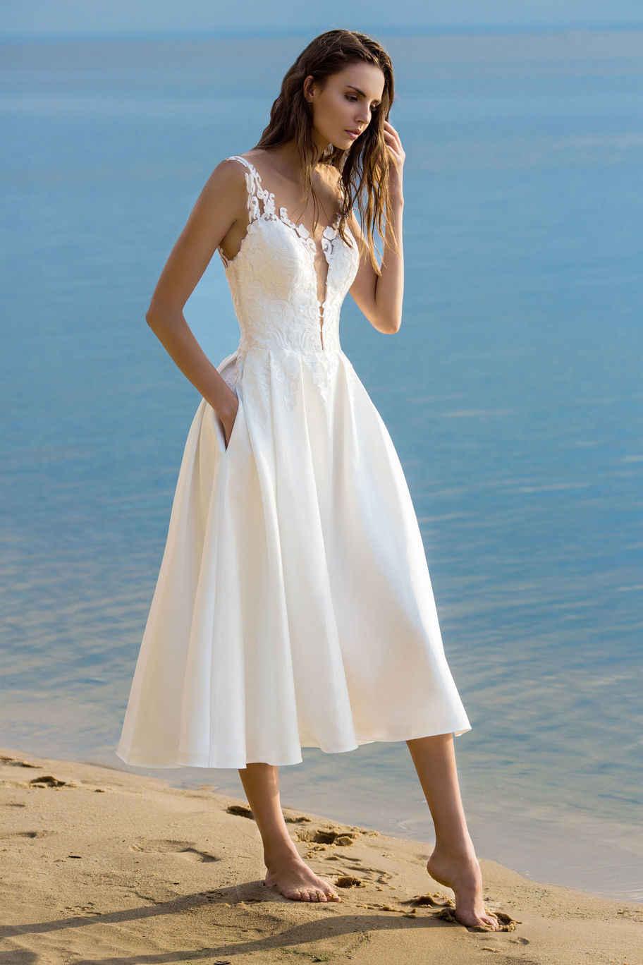 2018 Tea-Length Beach Wedding Dresses Short Satin Bride Dress Bridal Gown  Appliques Lace Robe 50e1eb297af6