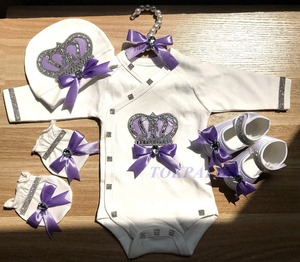 Image 3 - יילוד תינוק בגדי סט תינוק של סטי ריינסטון כתר 0 3 חודשים כובע + Bodysuits + כפפות + נעליים 4 חלקי ילד ילדה סרבל בגדים