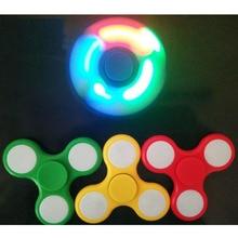 Iluminação Multi Color Triângulo fidget Dedo Gyro Girador Plástico levou Para O Autismo/Ansiedade Alívio do Estresse Brinquedos Foco